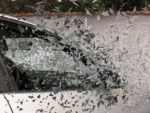 locate windshield and auto glass replacement services nearby